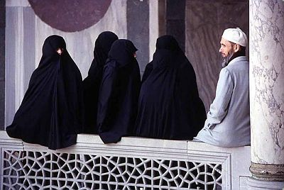 islam-polygamy-whore-house